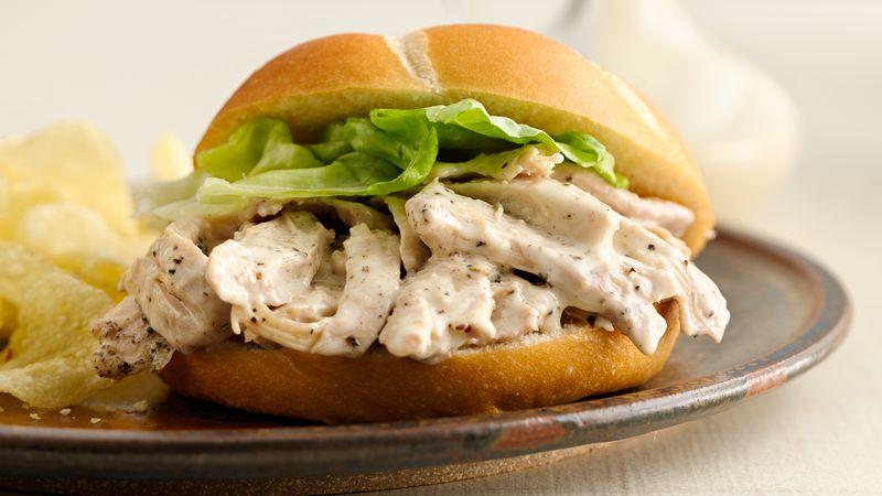 Sandvișuri calde cu pui și sos Caesar