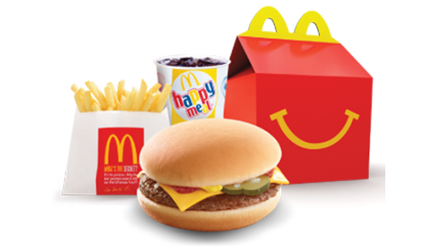 McDonald's va scoate cheeseburger-ul din meniurile Happy Meal