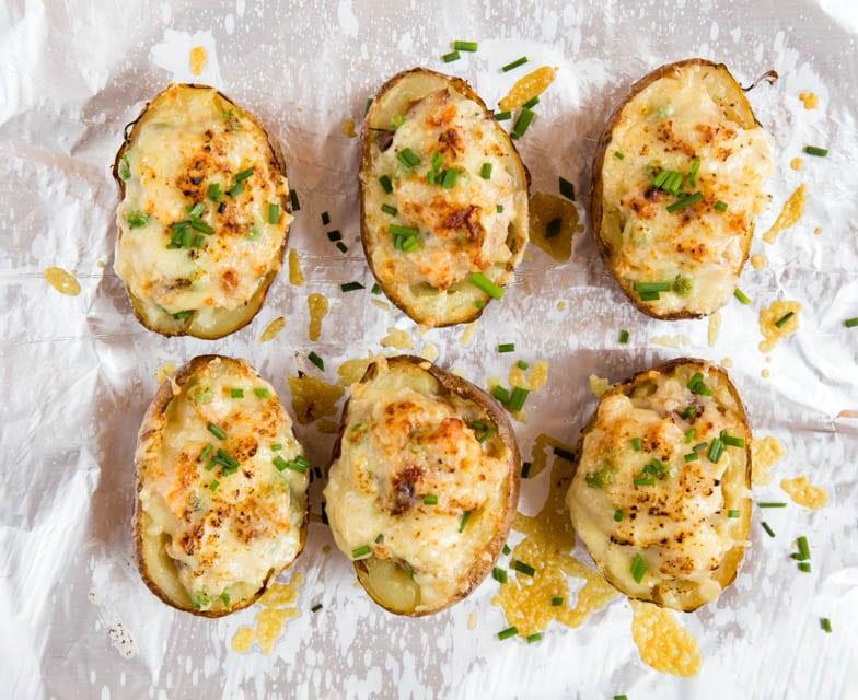Cartofi umpluți cu telemea și șuncă