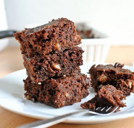 Prăjitură cu cacao și morcov, la microunde