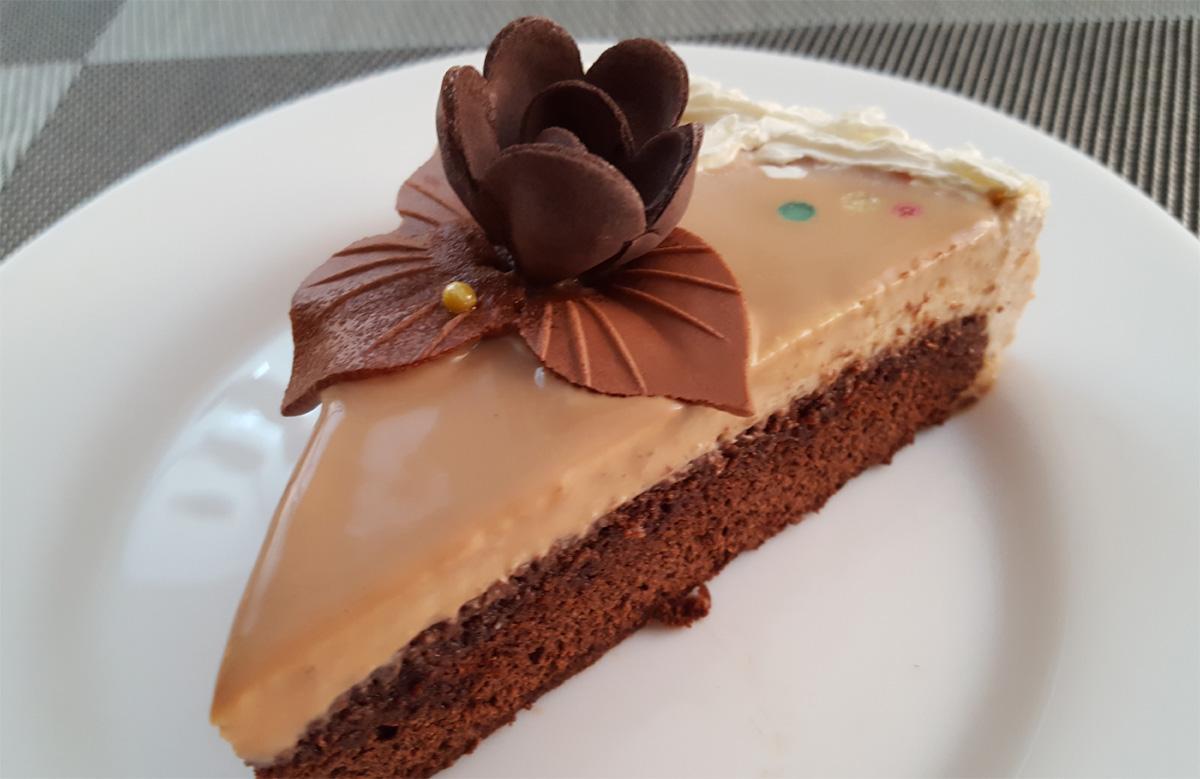 Tort Cu Mousse De Banane Si Glazura De Ciocolata