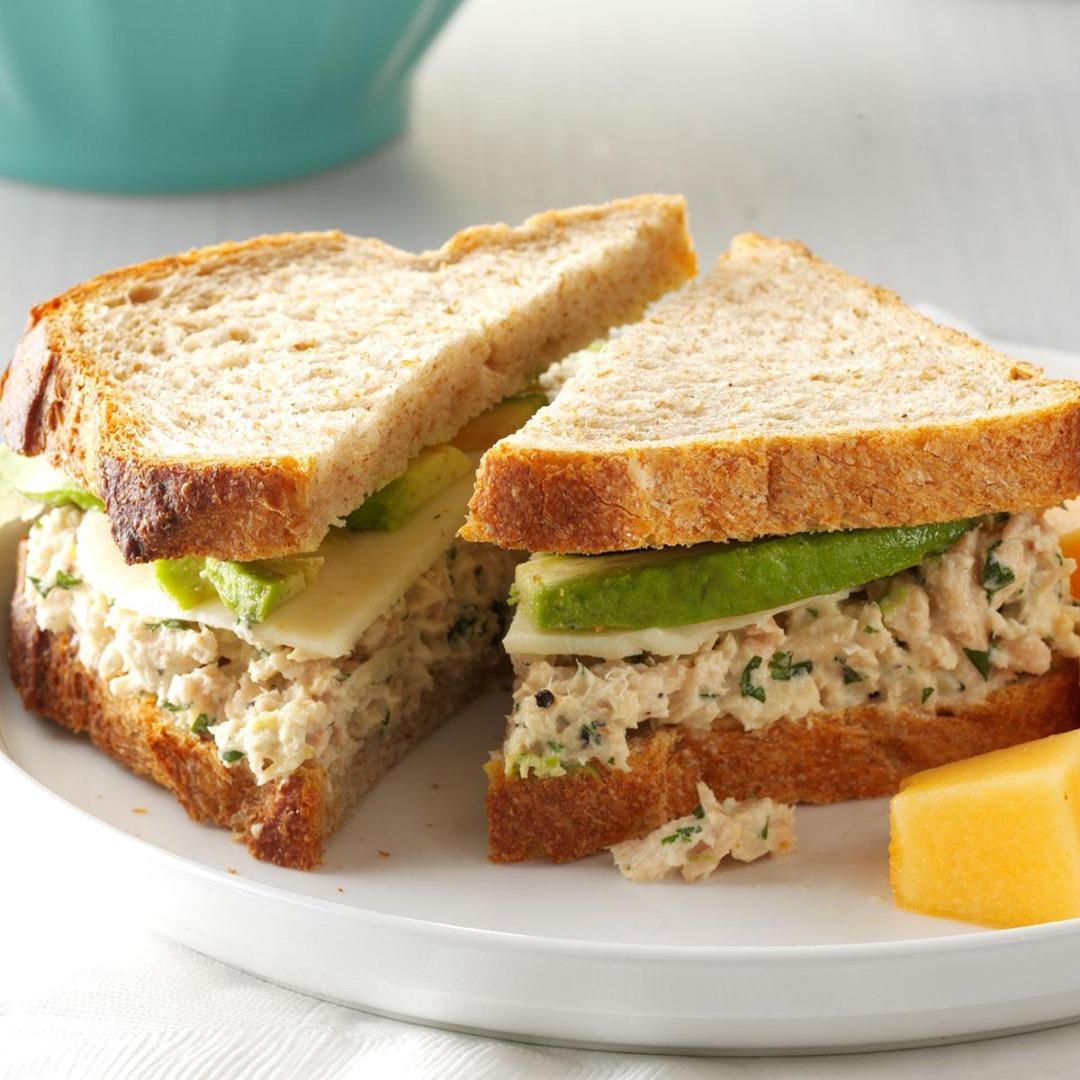 Sendvișuri cu ton și avocado