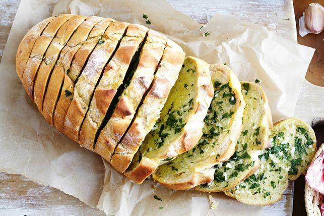 Garlic bread - cel mai gustos mod de a savura pâinea
