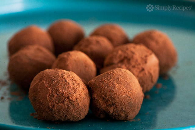 Trufe de ciocolată neagră cu avocado