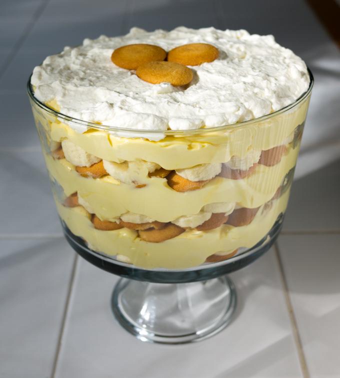 Budincă de vanilie cu banane și frișcă
