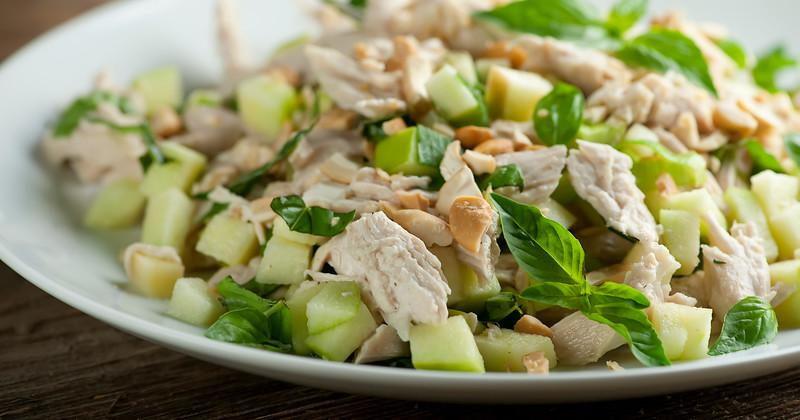 Salată de pui cu mere și caju