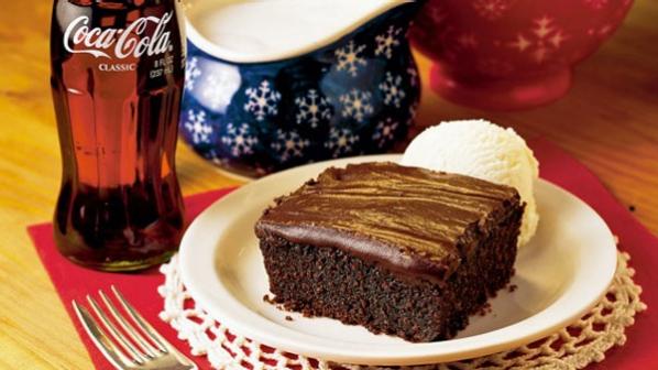 Prăjitură cu Coca Cola și glazură