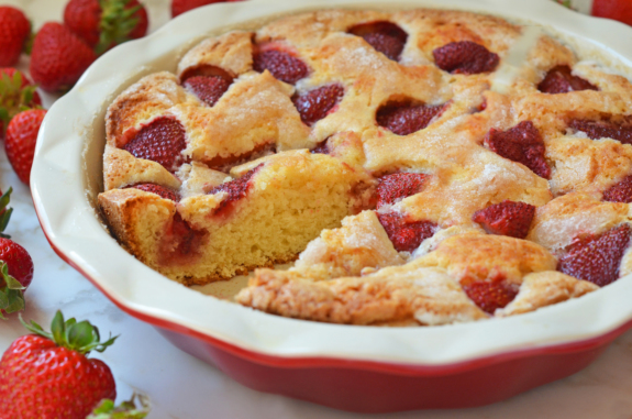 Cea mai simplă prăjitură cu căpșuni