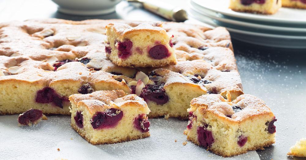 Prăjitură cu cireșe - simplă și rapidă