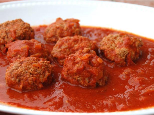 Chifteluțe marinate în sos de roșii
