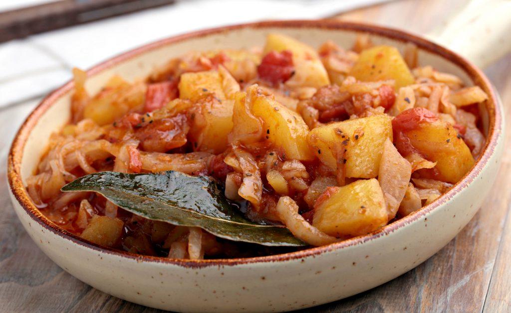 Mâncare de cartofi cu varză