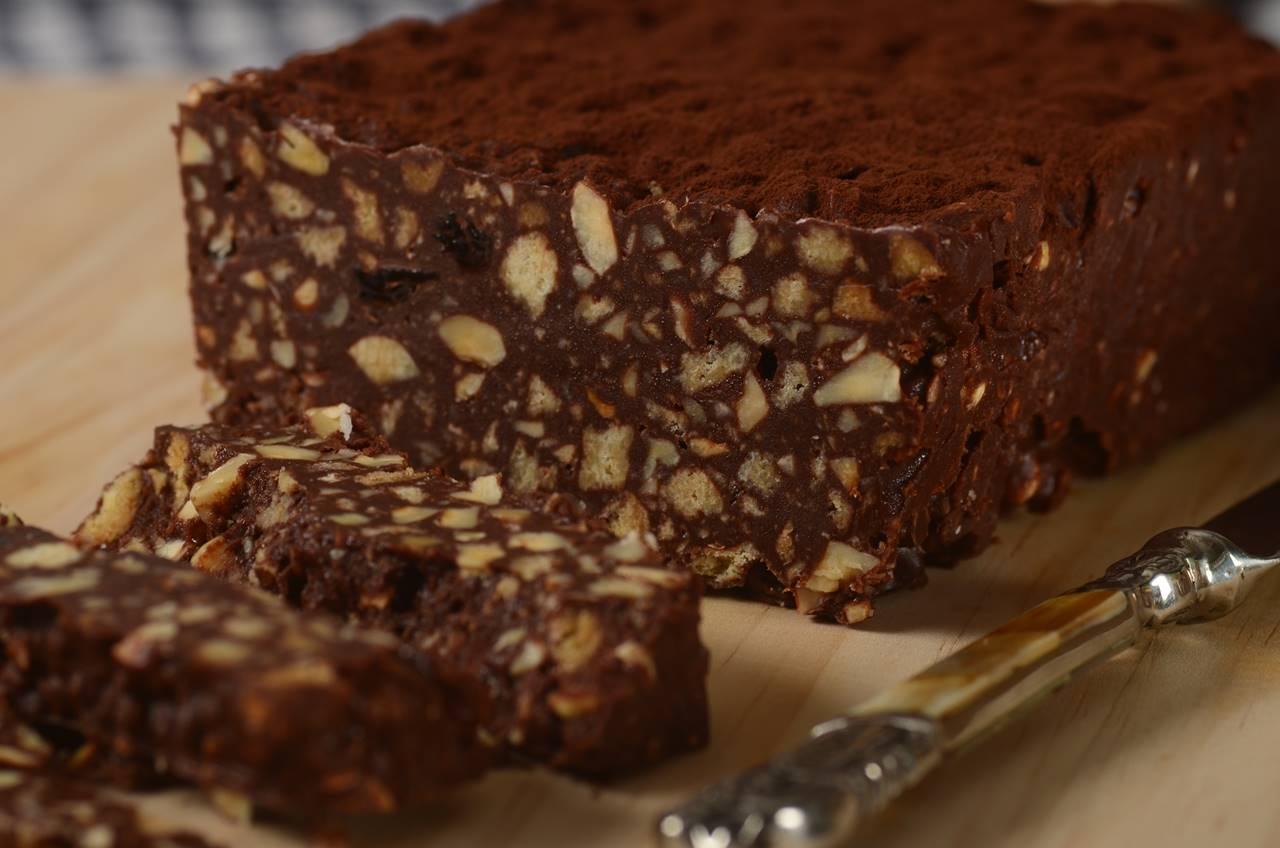 Prăjitură cu ciocolată și nuci, fără coacere