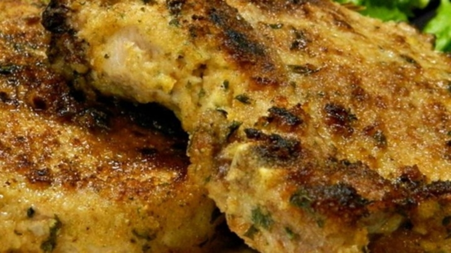 Cotlet de porc in crusta de coaja de lamaie