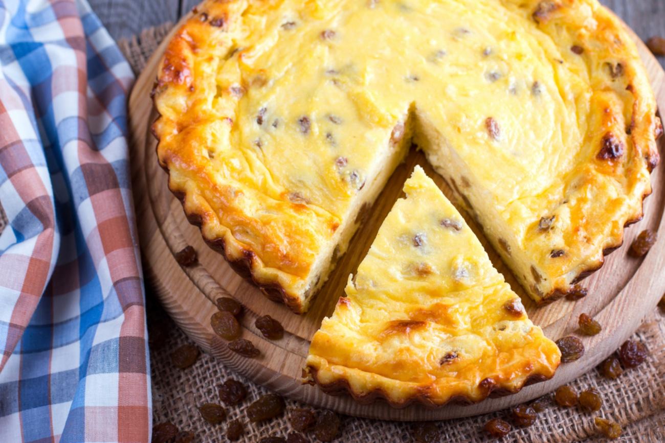 Plăcintă cu brânză dulce și stafide