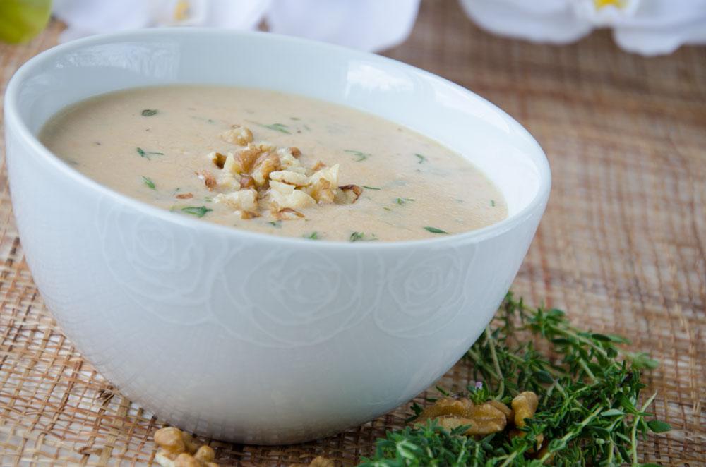 Supă cremă de hribi cu usturoi