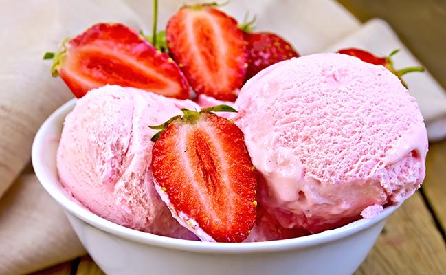 Înghețată de căpșuni și iaurt