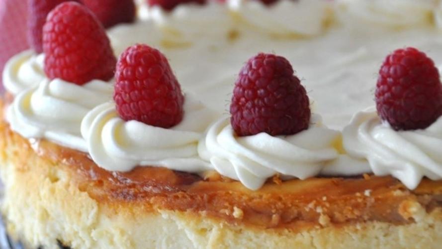 Cheesecake alb, cu zmeura
