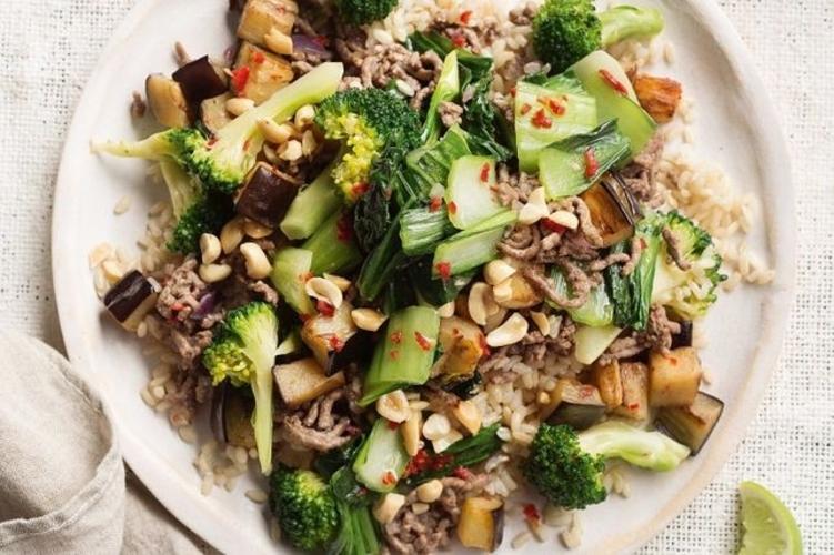 Vita Picanta Cu Broccoli Si Alune