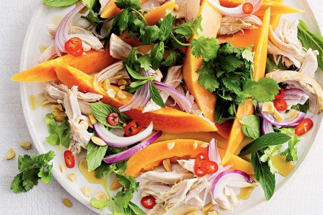 Salată cu pui și papaya