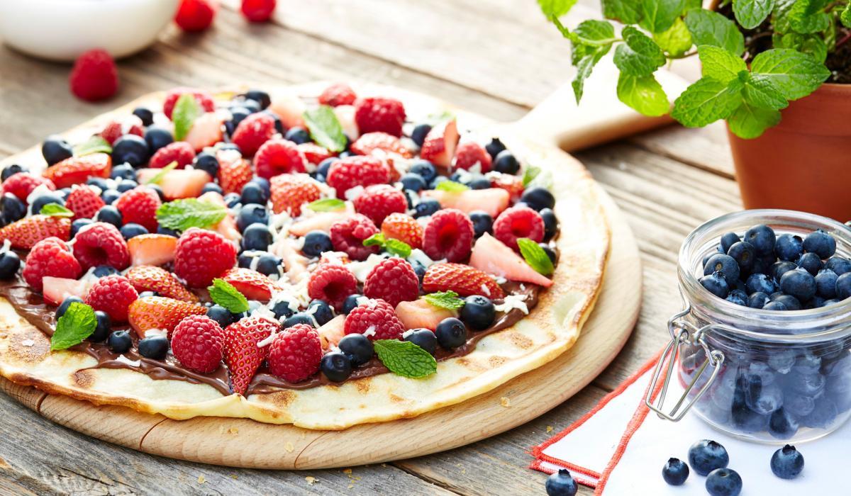 Pizza desert cu Nutella și fructe de pădure