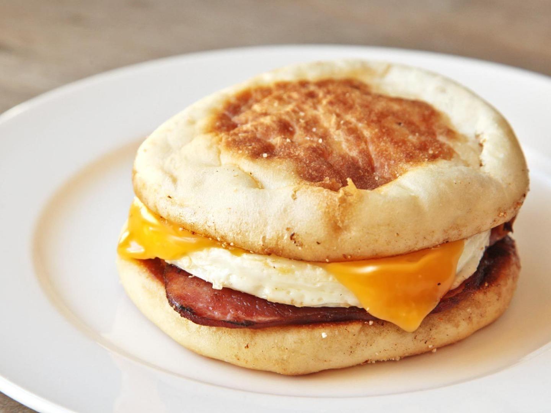 Cum să faci Egg McMuffin perfect, acasă