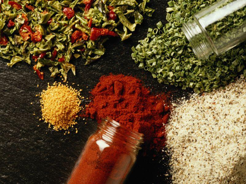 Vrei sa eviti sarea? Adauga mai multe condimente!