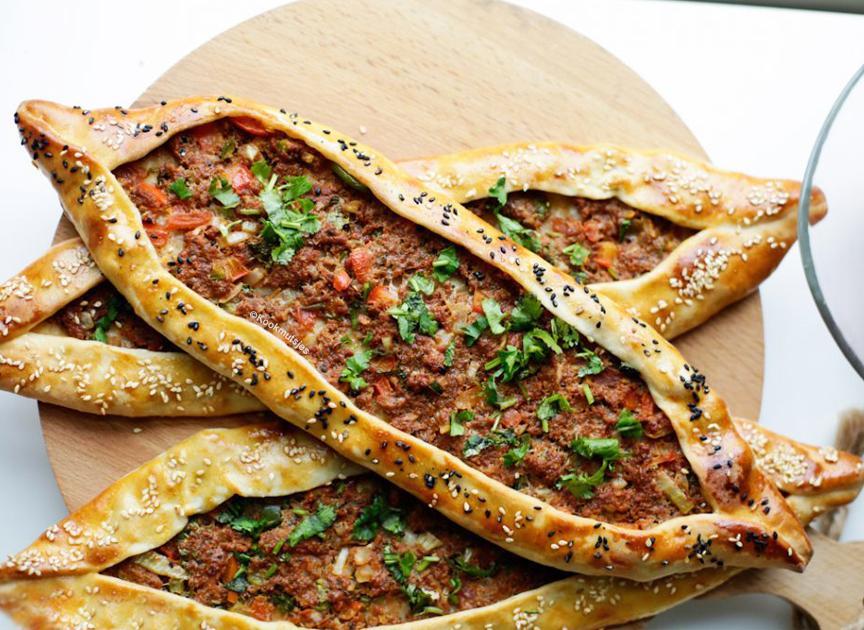 Pide turcești cu carne tocată