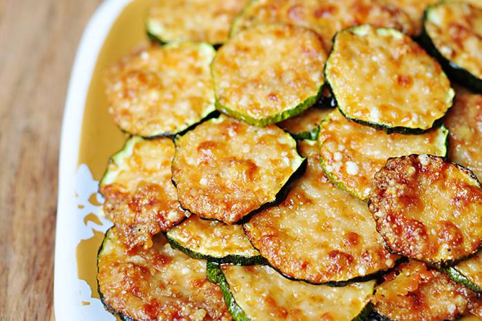 Chips-uri din zucchini cu parmezan