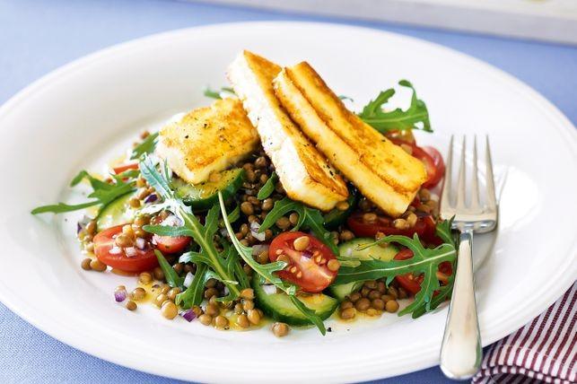 Salată cu haloumi și linte