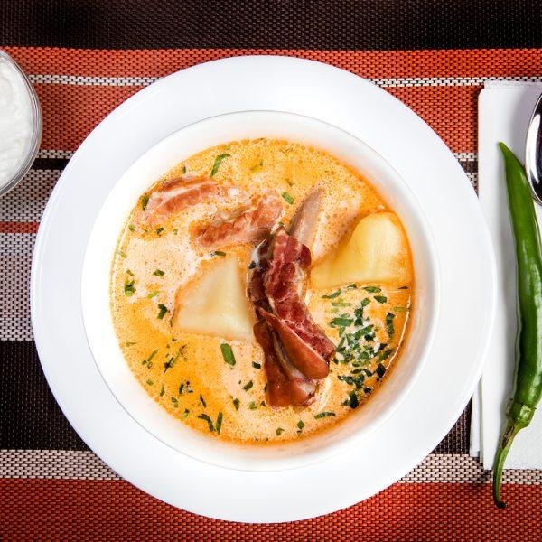 Ciorbă de cartofi cu afumătură și tarhon