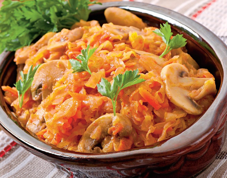 Mâncare de varză cu ciuperci
