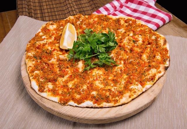 Lahmacun - pizza turcească