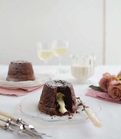 Lava Cake Cu Ciocolata Alba Si Neagra