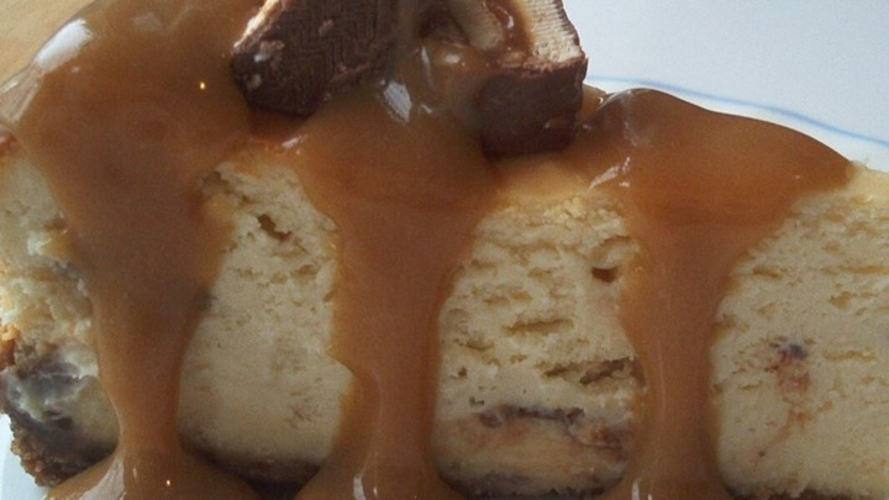 Cheesecake cu caramel si nuci