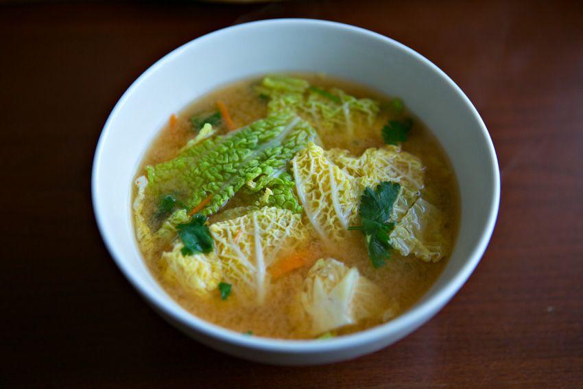Supă Miso cu tofu și varză chinezească