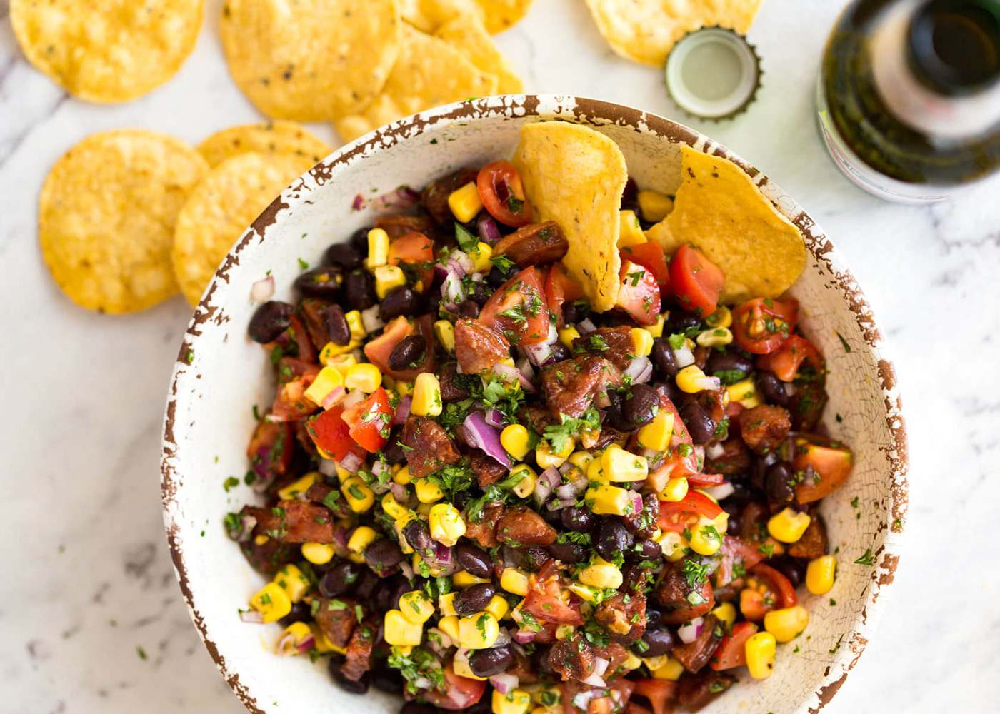 Salata mexicana cu fasole si chorizo