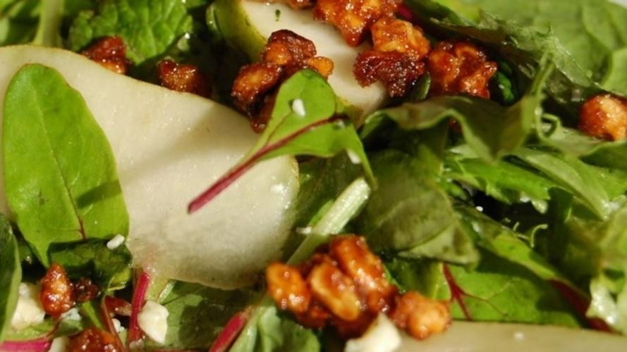 Salata cu pere si branza Roquefort