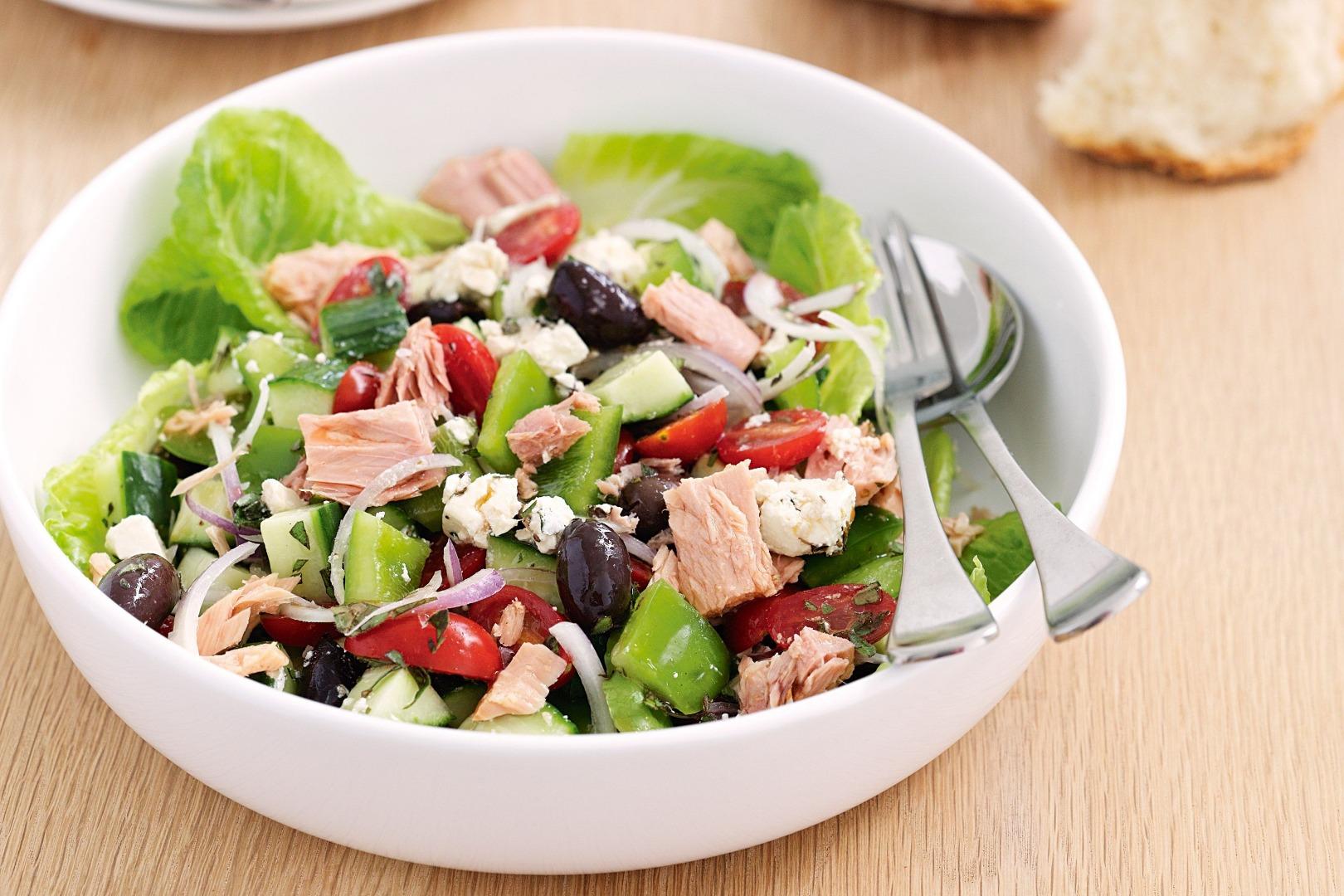 Salată mediteraneană cu ton