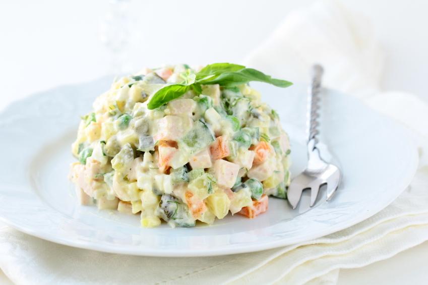 Salată a la russe (salată Olivier)