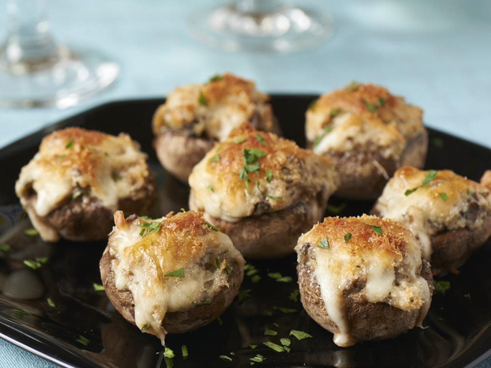 Ciuperci umplute, gratinate cu parmezan