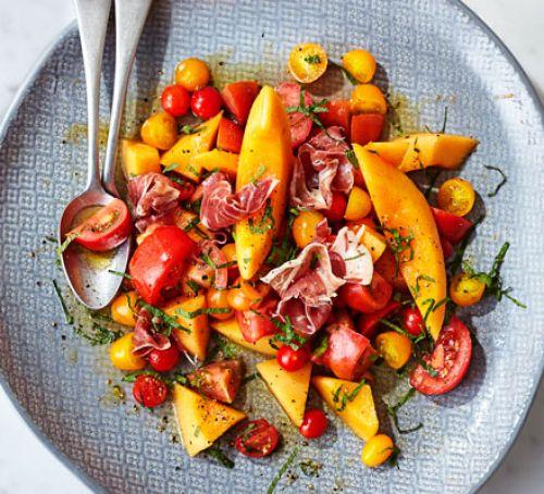 Salată cu pepene galben și prosciutto