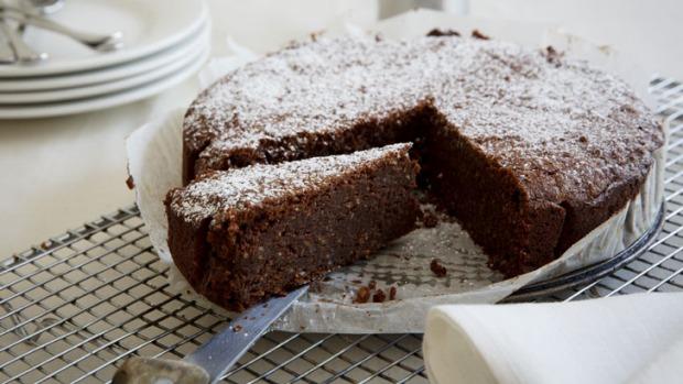 Prăjitură simplă cu ciocolată și alune