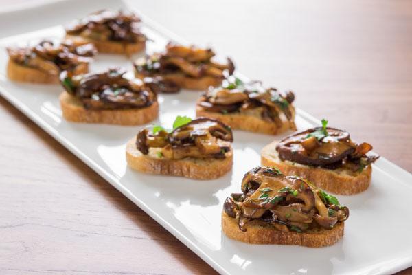 Bruschete cu ciuperci și usturoi