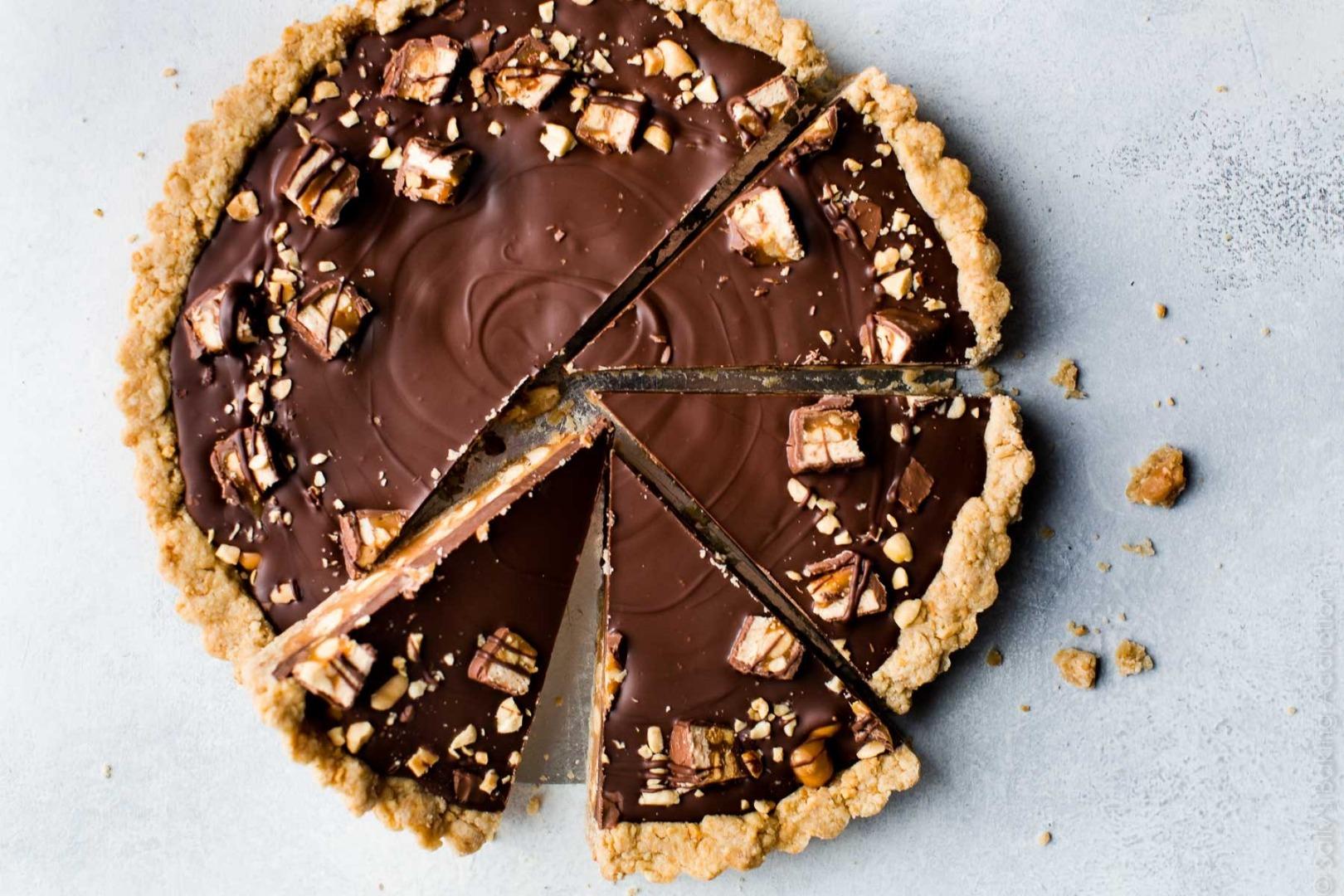 Tartă Snickers cu caramel sărat