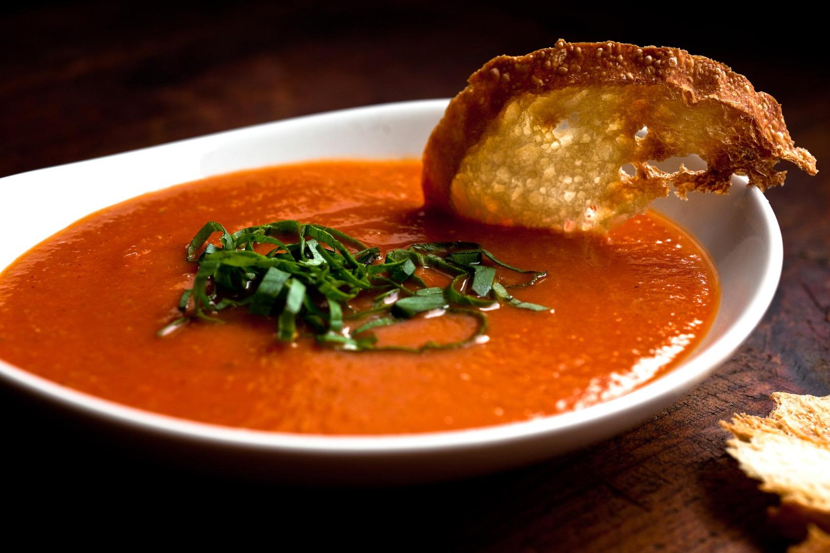 Supă cremă de roșii cu ardei copți