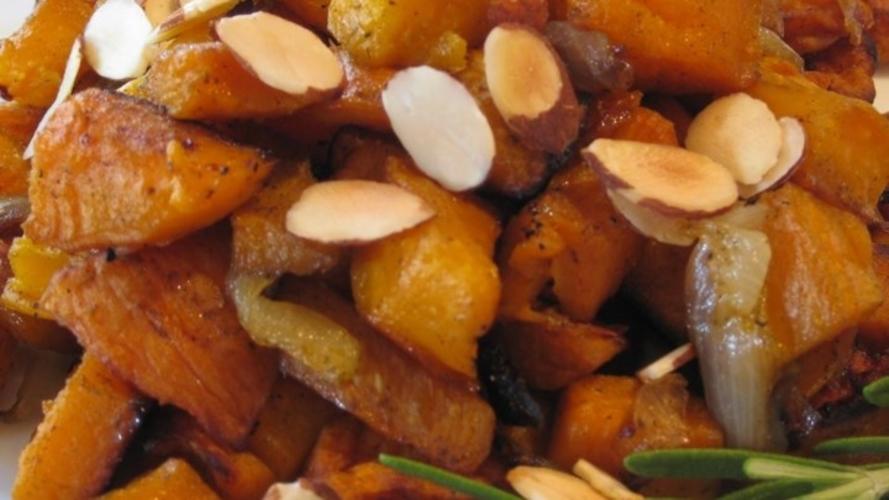 Cartofi dulci cu ceapa si migdale