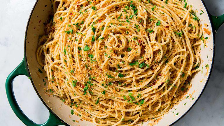 Spaghetti cu usturoi și anșoa