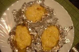 Cartofi umpluti cu branza de burduf