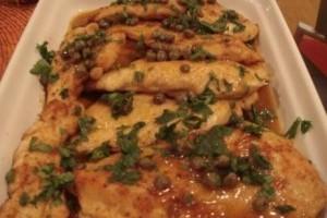 Chicken Piccata(piept de pui cu unt,lamaie,capere)