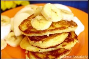 Clatite cu ricotta, banane si iaurt